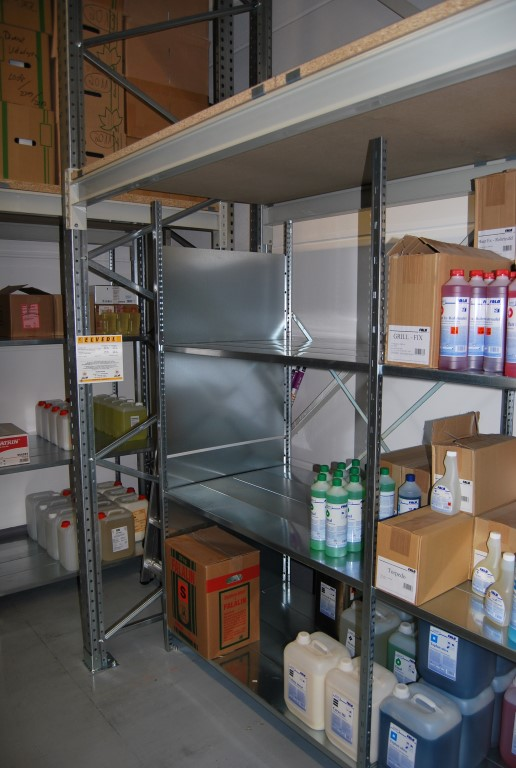 Shelving rack with pallet racking