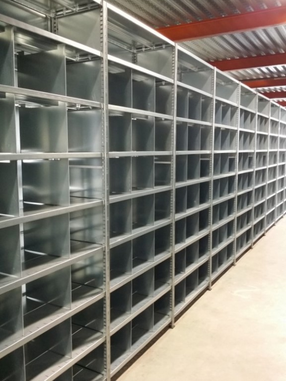 Shelving system with dividers