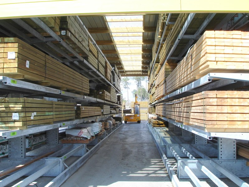 Cantilever racking hall for DIY stores