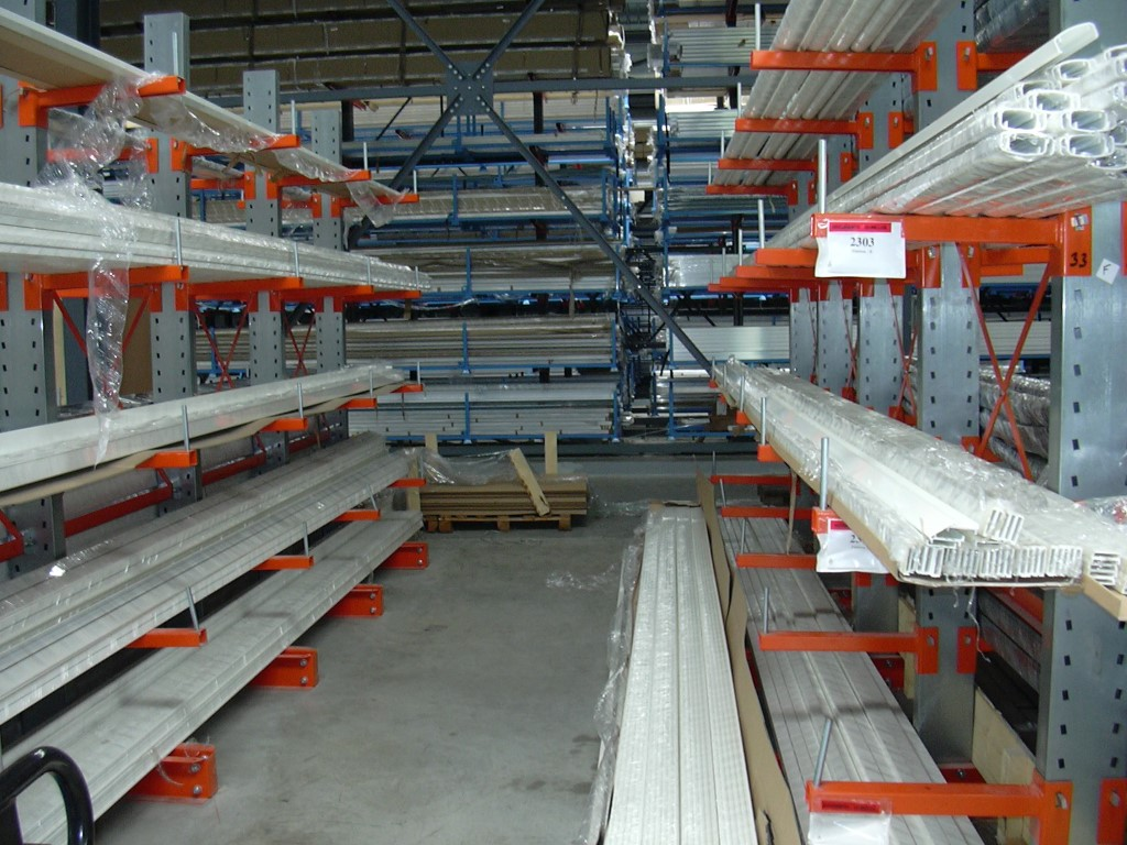 Cantilever racking for medium loads in the window industry