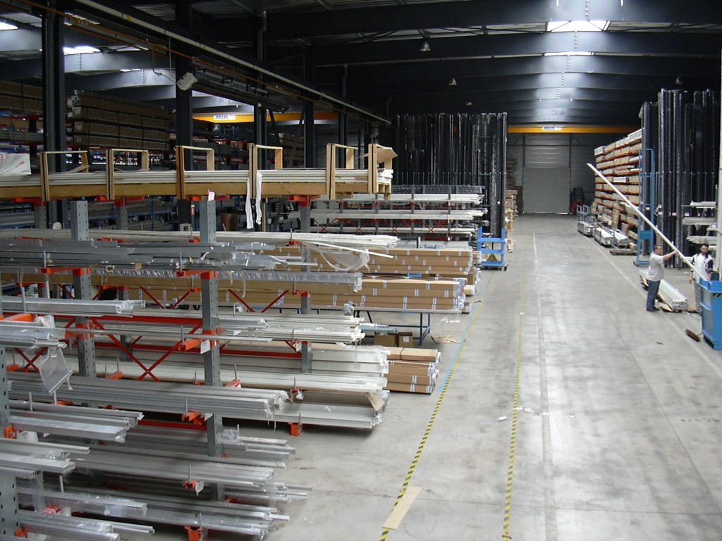 Cantilever racking for medium loads for window manufacturers