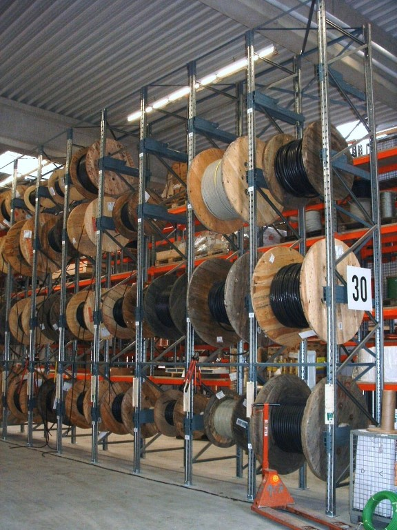 Pallet racking for indoor storage of cable drums