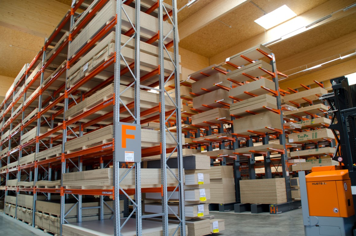 Pallet racking for the timber trade indoors