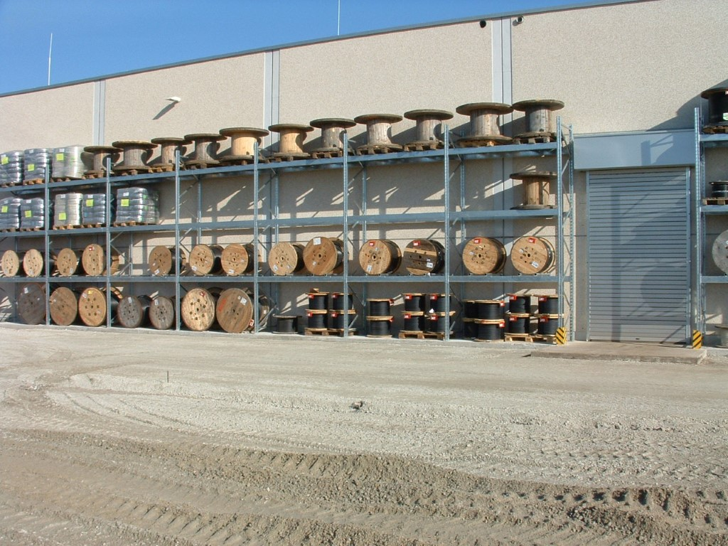 Heavy-duty pallet racking outdoors