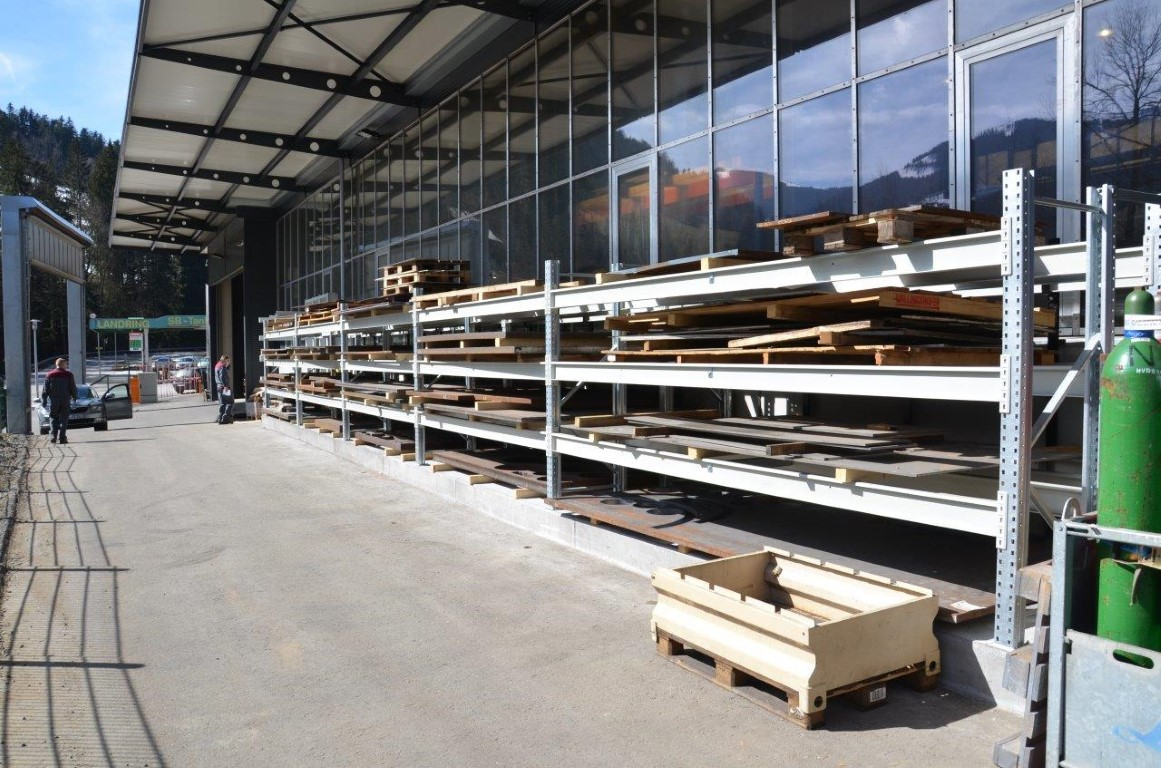 Heavy-duty pallet racking for the steel industry
