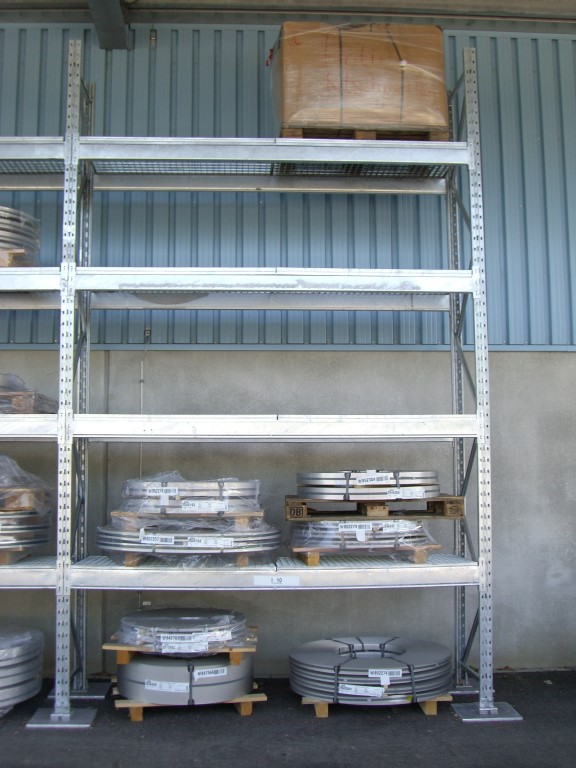 Galvanised pallet racking outdoors