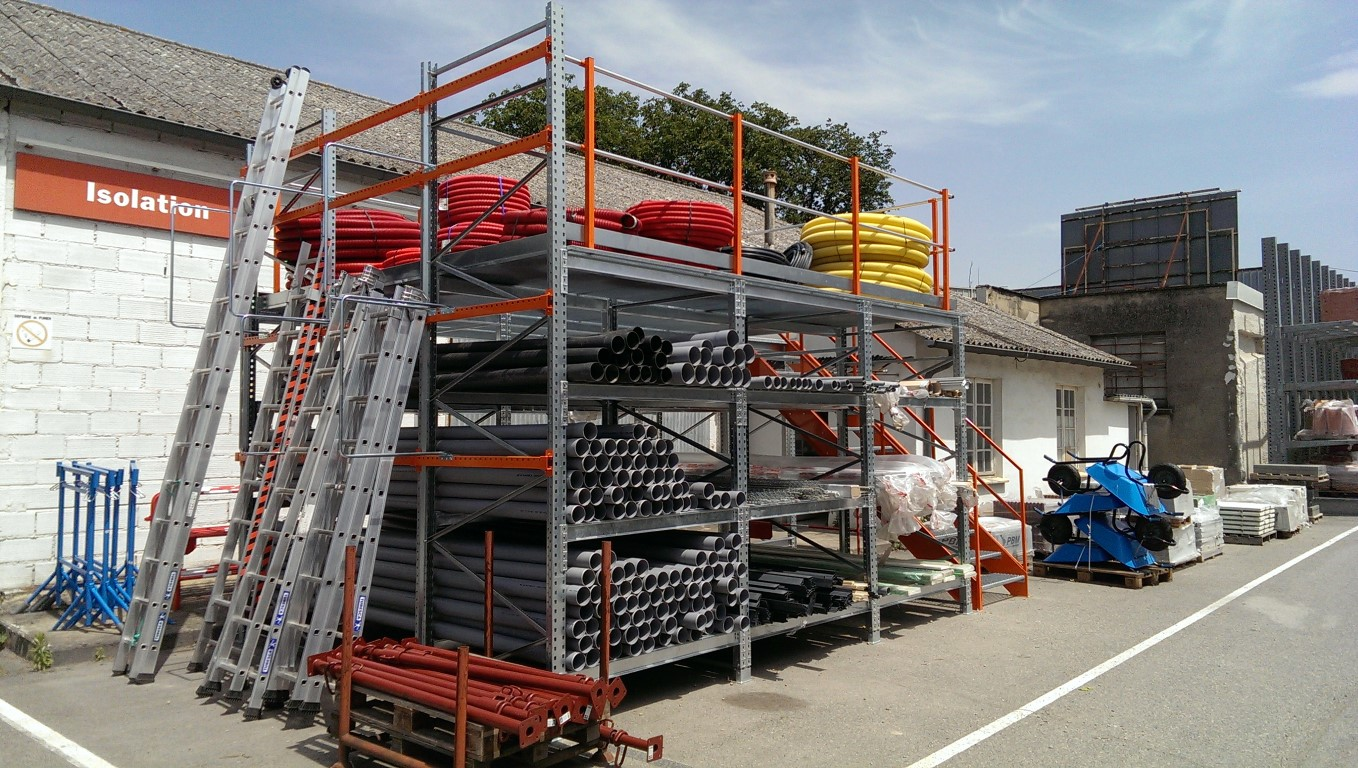 Pallet racking as platform for outdoor storage