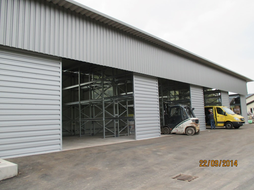 Galvanised pallet racking for a closed warehouse