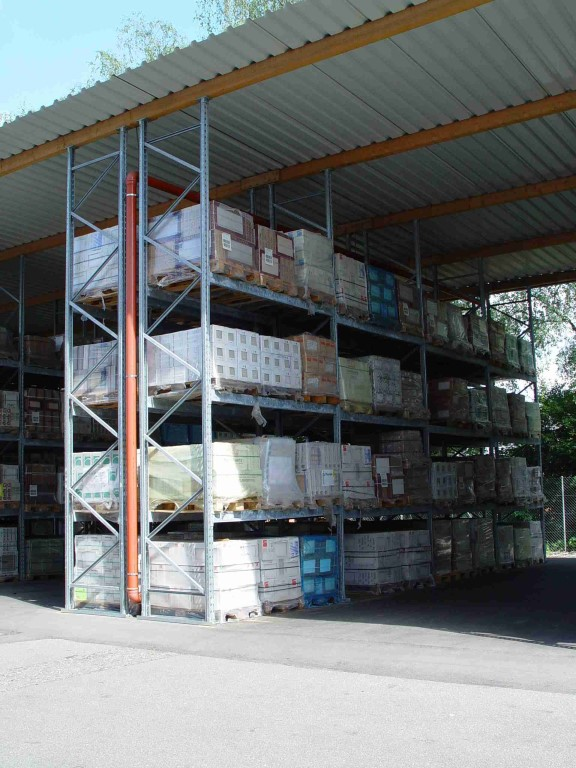 Pallet racking for DIY stores outdoors