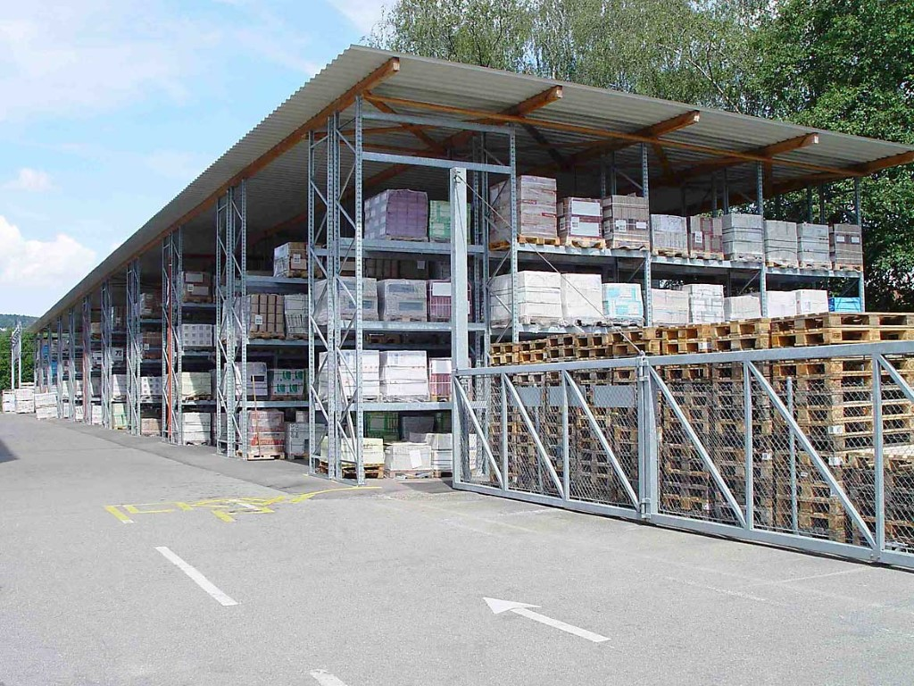 Pallet racking for the building materials trade outdoors
