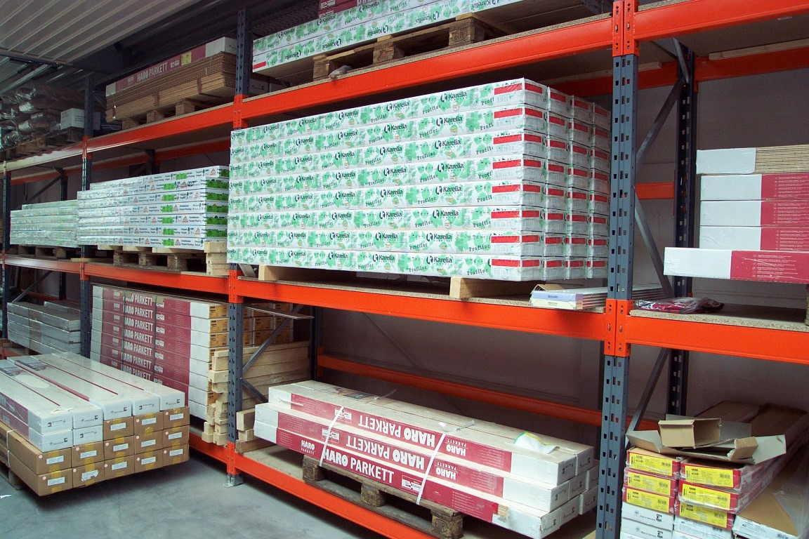 Pallet racking for DIY stores indoors