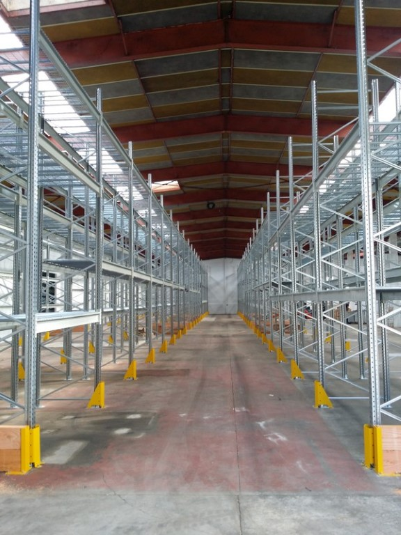 Pallet racking with collision guards