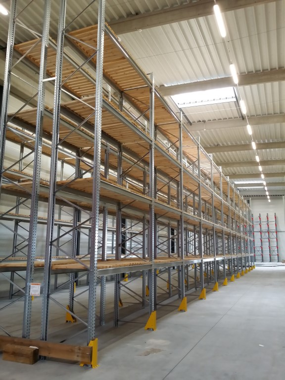 Pallet racking for indoor storage of small parts