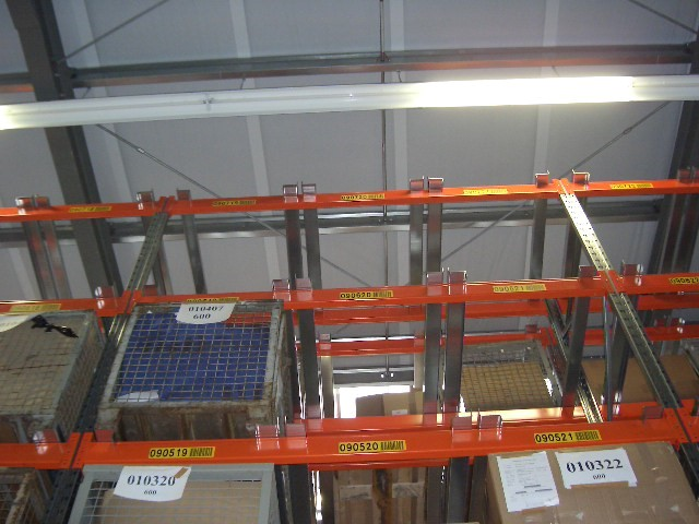 Pallet racking for mesh boxes
