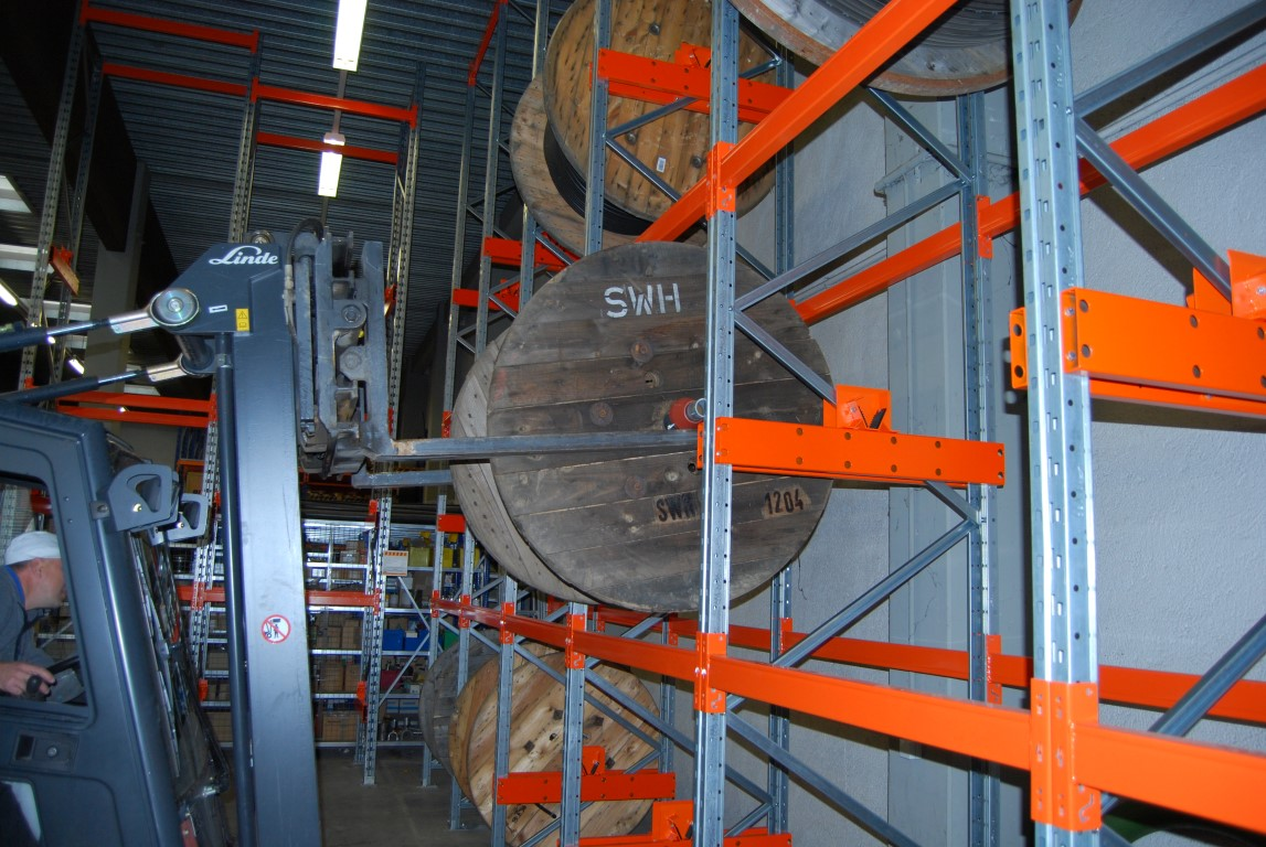 Storage of cable drums in pallet racks