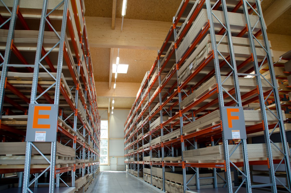 Heavy-duty pallet racking for the wood processing industry