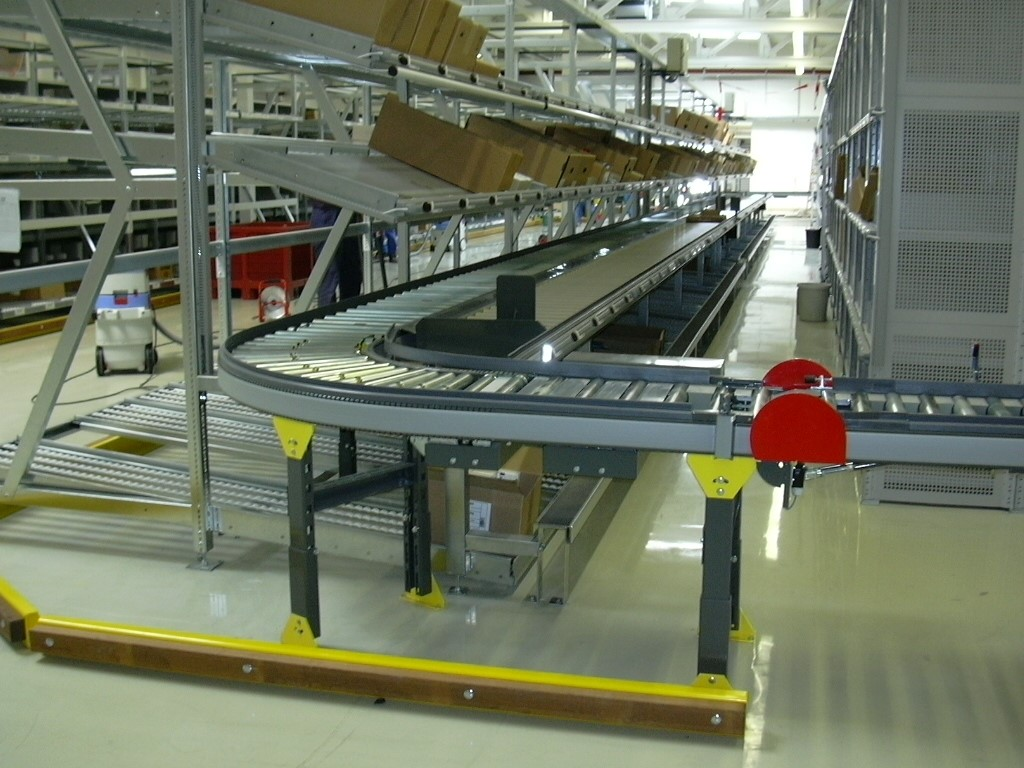 AKL systems with picking zone and conveyor line