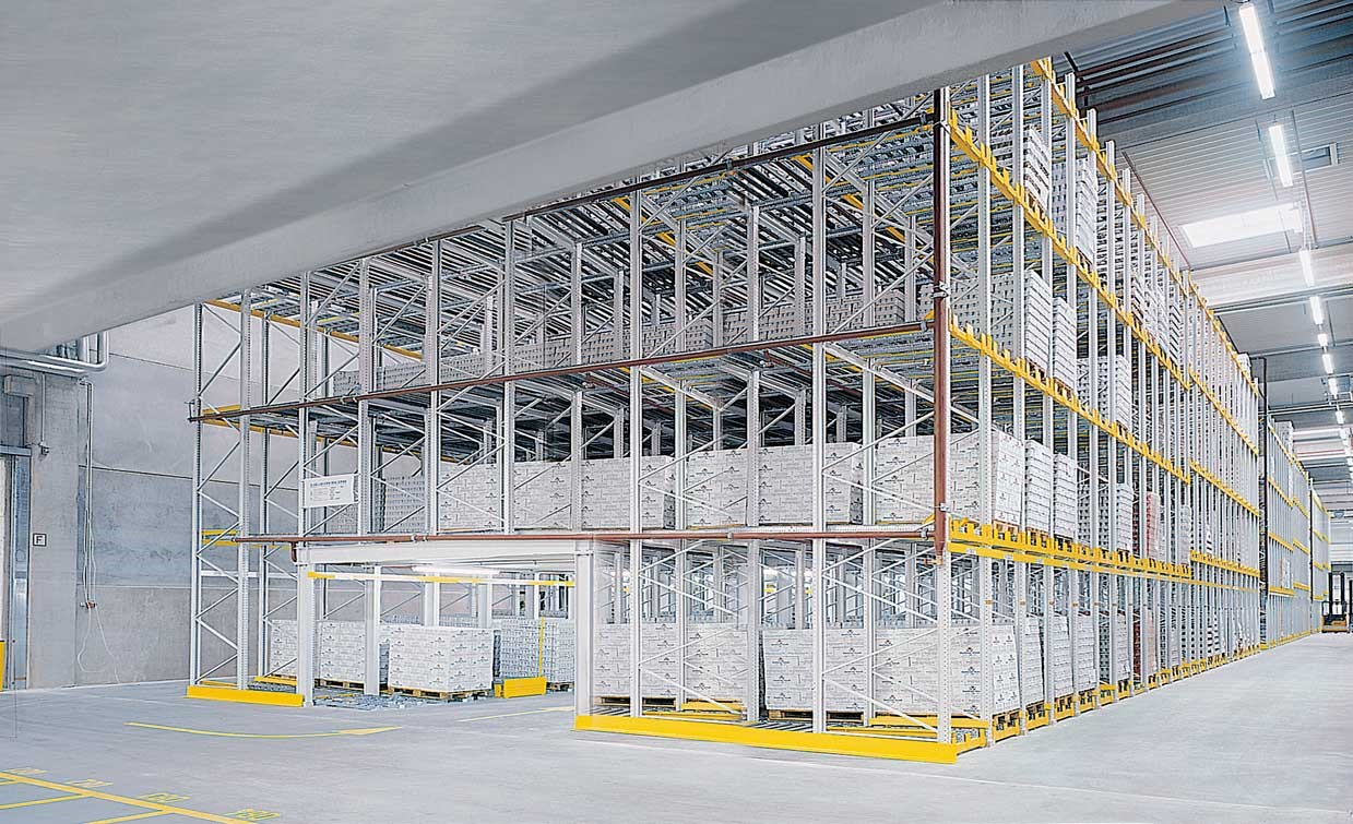 Push-back storage with forklift passageway