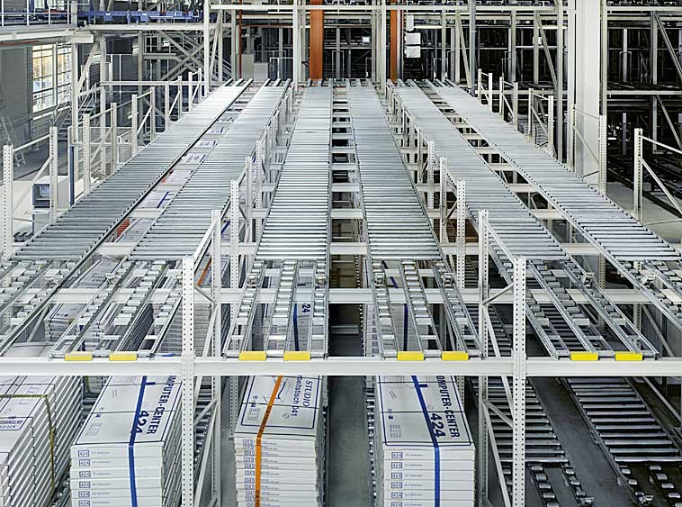 Pallet racking as push-back storage with heavy-duty roller conveyors