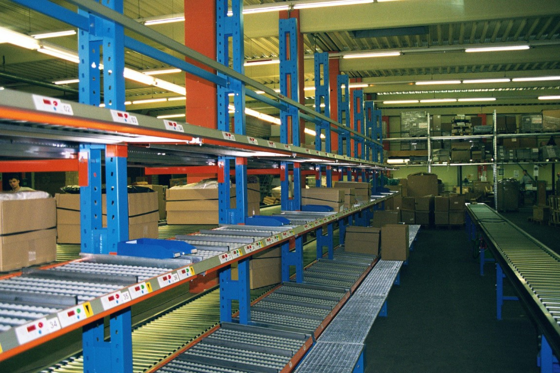 FIFO systems with cantilever racking