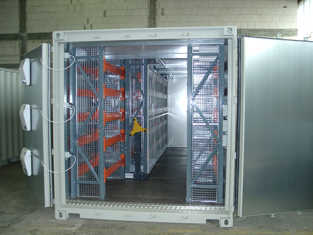 Mobile racks with pallet racking and manual operation