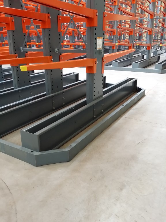 Accessories for cantilever racking, here the guide rails