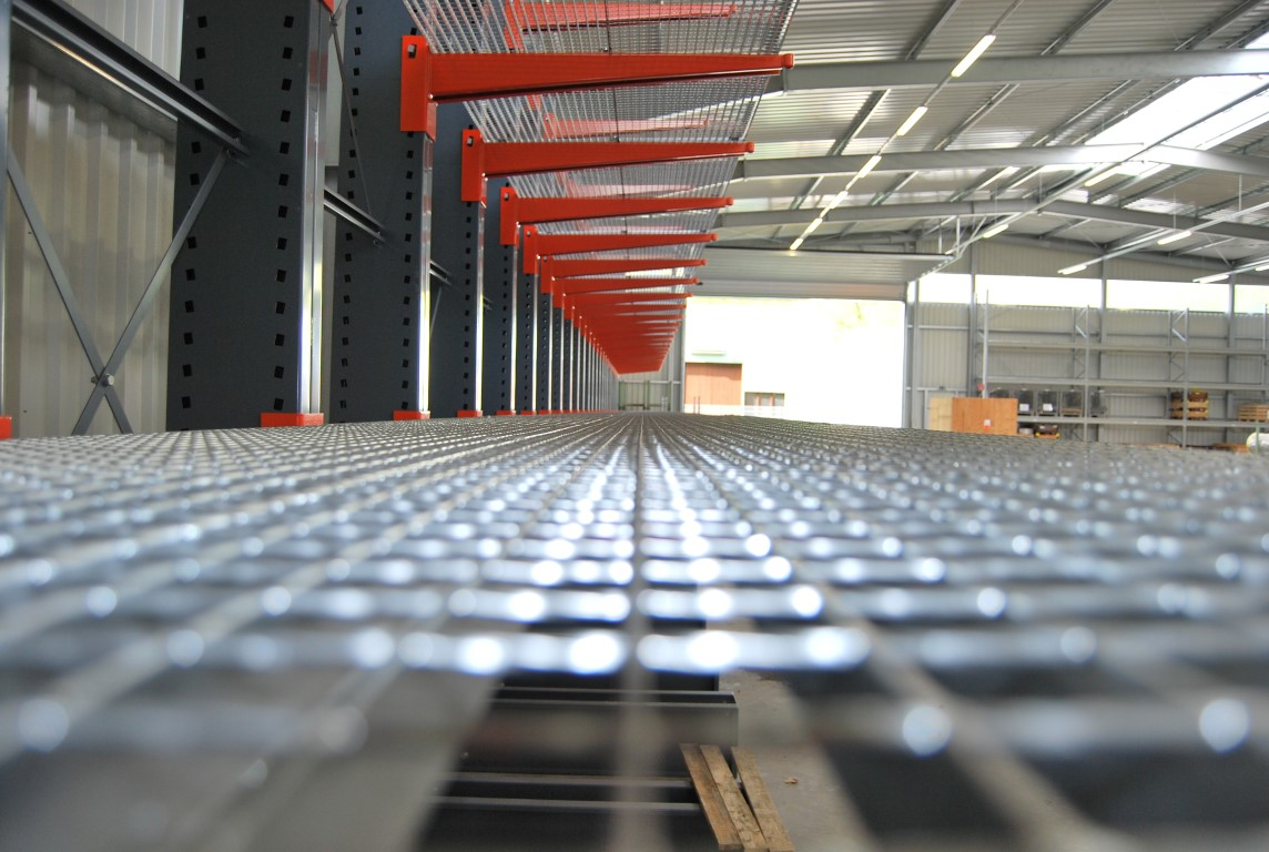 Accessories for cantilever racking with grating on several levels
