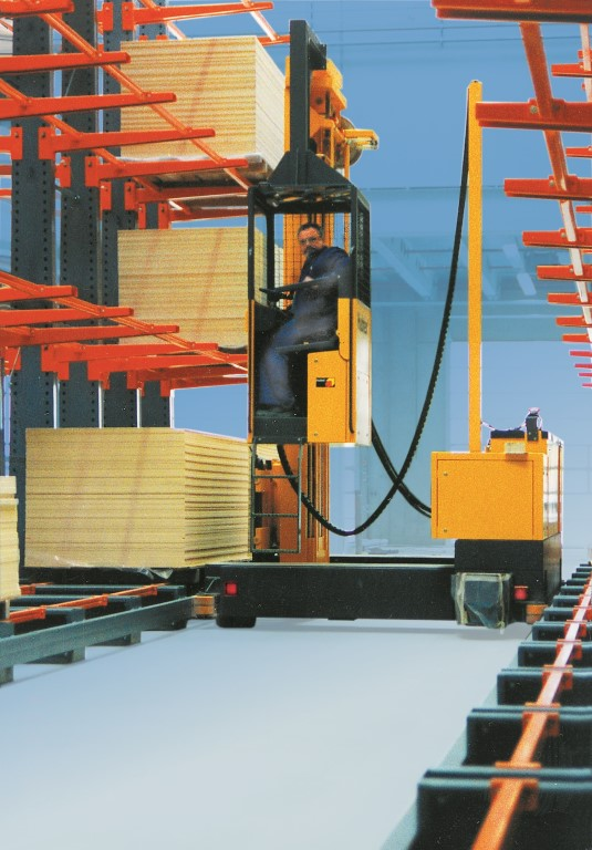 Accessories for cantilever racking, here the forklift guide system