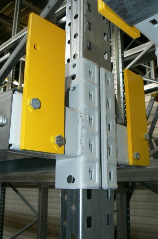 Drive-in pallet racking with push-through protection