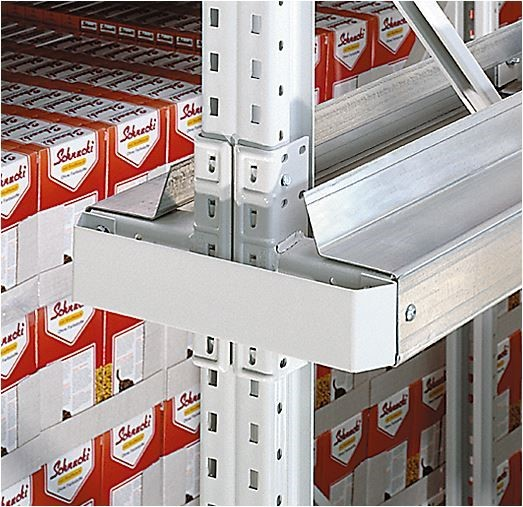 Drive-in pallet racking with rack bumper