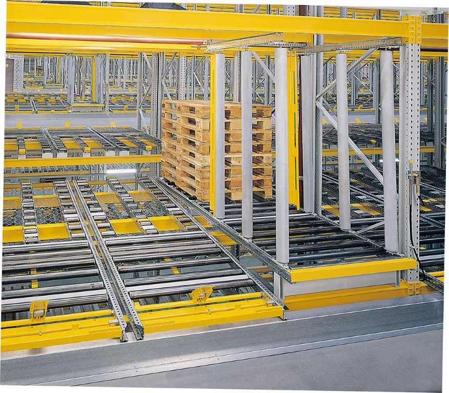 Flow storage systems with separator and empty pallet magazine